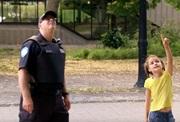 Skrytá kamera - Policajt zostrelí mačku zo stromu