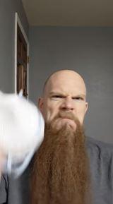 Ako si dávať masku keď máte bradu?